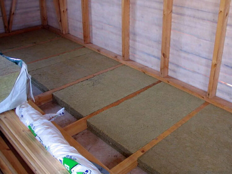 How to insulate wooden house floor